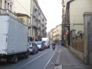 Via Valperga sosta  selvaggia (3)